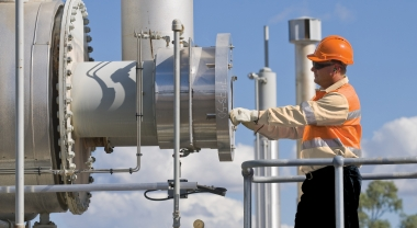 Oil-and-gas-worker-QGC